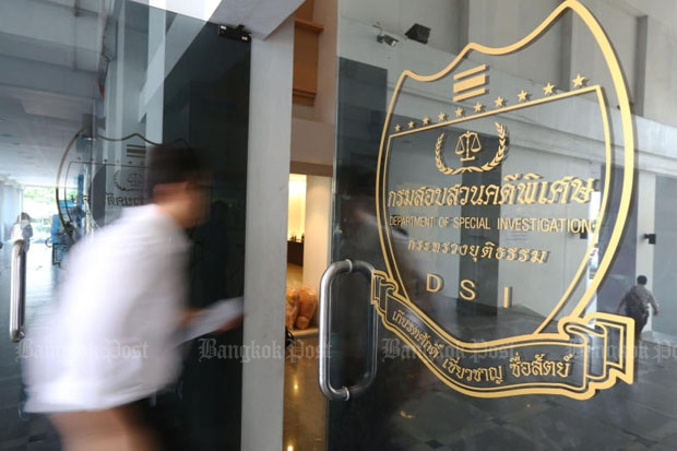A retired Phuket lands official accused of illegally issuing title documents to over 1,000 blocks of land was found dead in his cell at the Department of Special Investigation on Chaeng Watthana Road, Bangkok, only hours after his arrest on Monday. (Kitja Apichonrojarek)