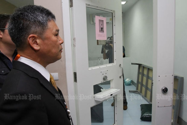 The Department of Special Investigation shows the cell where the former land official was allegedly found dead on Tuesday. (Photo by Tawatchai Kemgumnerd)