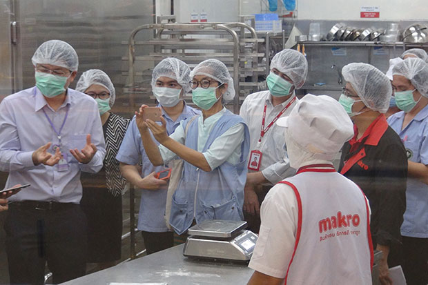 Health officials on Wednesday inspect the production process for eclairs at the Makro outlet in Nan's Muang district, to find the cause of the food poisoning. (Photo by Rarinthorn Petcharoen).