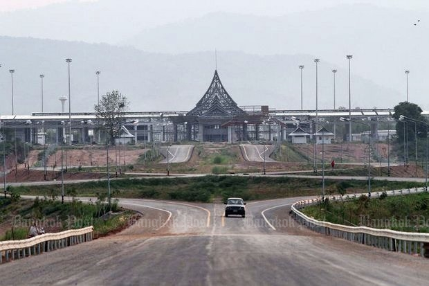 The plan was to restrict Chinese tourists from roaming all over northern Thailand in their private vehicles. The practice was that Chinese have virtually stopped coming at all through points like the Thailand-Laos Friendship Bridge at Chiang Rai's Chiang Khong district, above. (Photo by Cheewin Sattha)