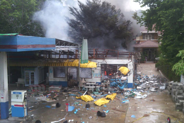 The petrol station in Pattani's Khok Pho district where a woman was shot dead and then seven people wounded by a bomb explosion a short time later in a double-tap attack on Thursday. (Photo by Abdulloh Benjakat)