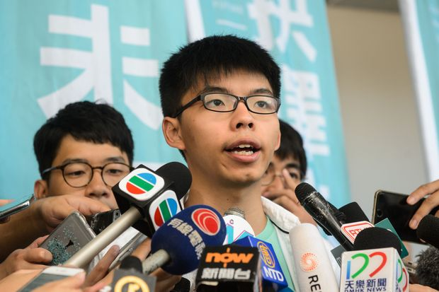 Pro-democracy political activist and a member of the Demosisto party, Joshua Wong, speaks to the media after leaving the Eastern Court in Hong Kong on July 21, 2016. (AFP photo)