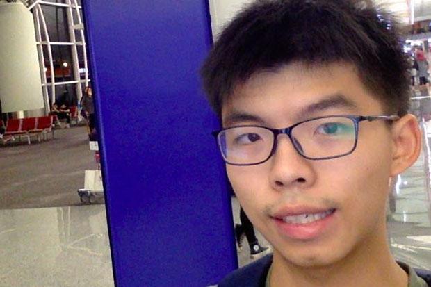 Joshua Wong, 20, takes his own picture at Hong Kong international airport just before his flight to Bangkok Tuesday night. (Photo from Facebook @joshuawongchifung)