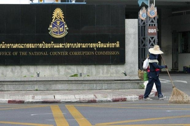 A street sweeper cleans up in front of the National Anti-Corruption Commission (NACC) offices in Nonthaburi, where an initial complaint against Preecha Chan-o-cha, brother of the prime minister, has been swept aside. (Bangkok Post file photo)