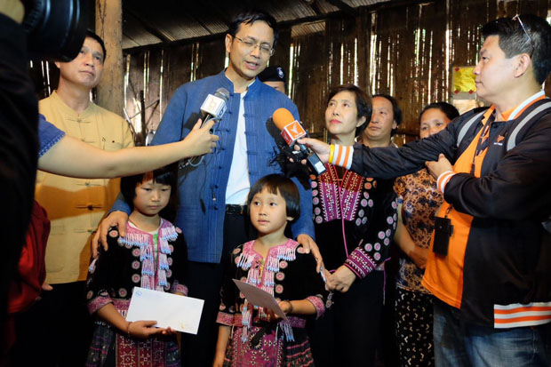 Chiang Mai governor Pawin Chamniprasart speaks to reporters with the Hmong girls at their house in Muang Chiang Mai district on Friday. (Photo by Cheewin Sattha)