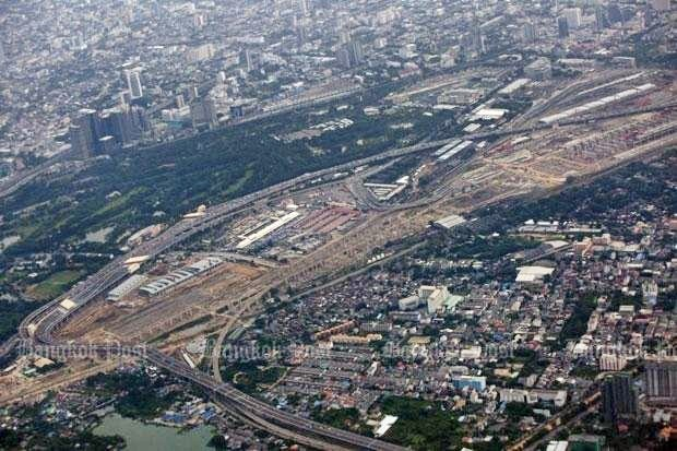 An aerial view shows a new Bang Sue station under construction. (Post Today photo)