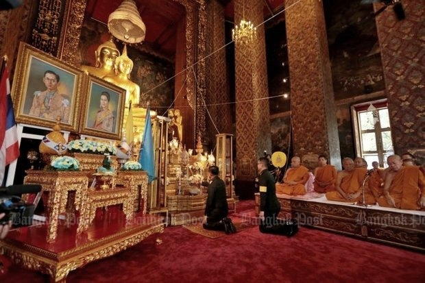 At Bowon Niwet (above) and other wats, and at makeshift home services, Thais prayed for the health of the monarch after a Royal Household Bureau bulletin. (Photos by Chanat Katanyu)