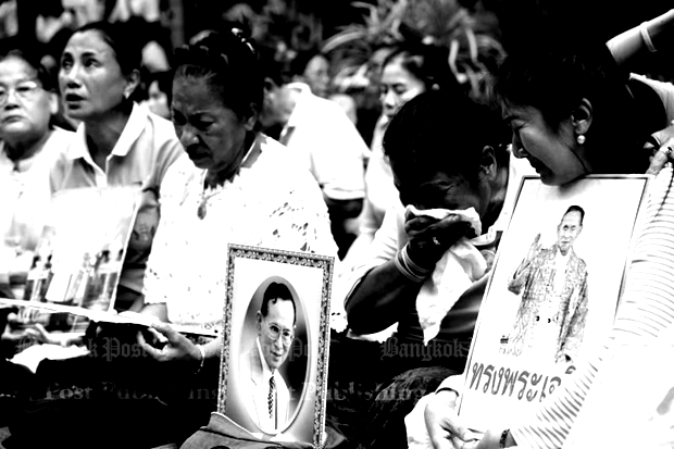 There were tears in the crowd of well-wisers even before the official announcement of His Majesty the King's passing. WISIT THAMNGERN