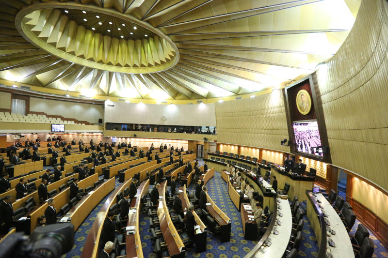 All National Legislative Assembly members hold a moment of silince for nine minutes during a meeting on Thursday night. (Post Today photo)