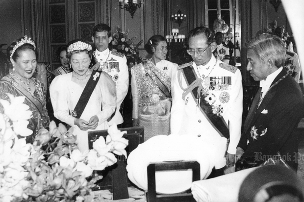 Japanese Emperor Akihito and Empress Michiko are seen with His Majesty the King and Royal Family members during a five-day-visit to Thailand in 1991.