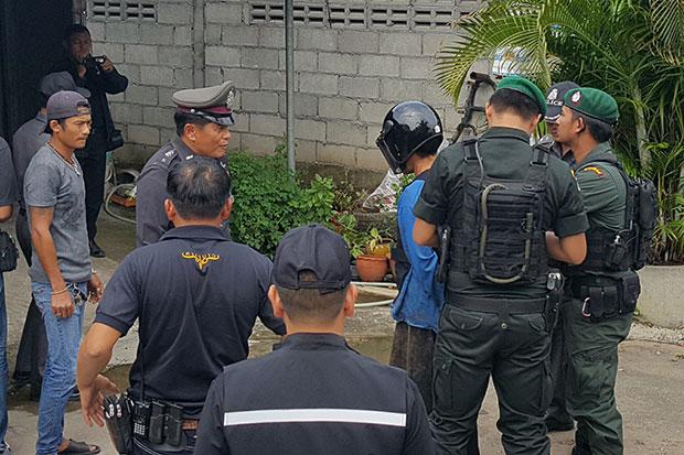 Police take murder suspect Wae Khuewae, 40 (in crash helmet) for a crime re-enactment in Bang Saphan district of Prachuap Khiri Khan on Saturday. (Photo by Chaiwat Satyaem)