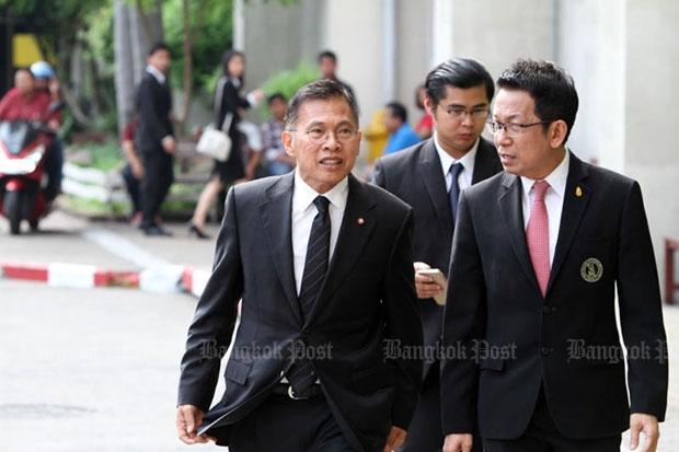 Ex-Pheu Thai MP Watana Muangsook (left) arrives at the Southern Bangkok Criminal Court  for his arraignment on April 25. (Photo by Apichart Jinakul)