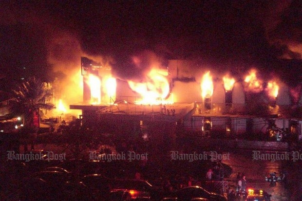 The fire at the Santika pub on Ekamai road shortly after midnight on Jan 1, 2009 killed 67 revellers and injured 103 others, 32 of them seriously. More than  1,000 customers   were celebrating the New Year and bidding farewell to the pub, which was being closed. (Bangkok Post file photo)