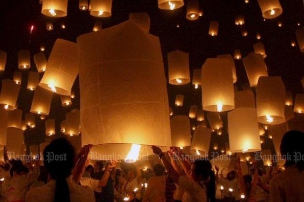 Hot air lanterns are one of the highlights of the annual Yi Peng Festival. (Bangkok Post file photo)
