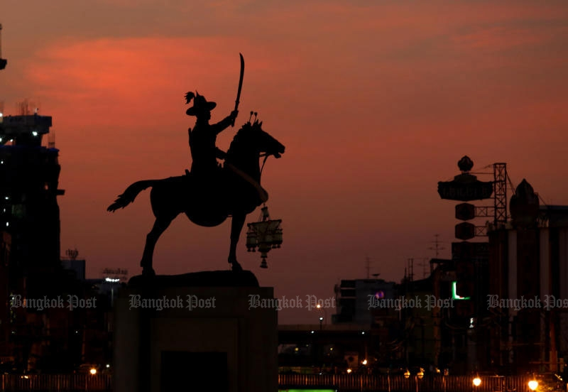 The King Taksin monument in Thon Buri is seen at sunset. (Photo by Pattanapong Hirunard)