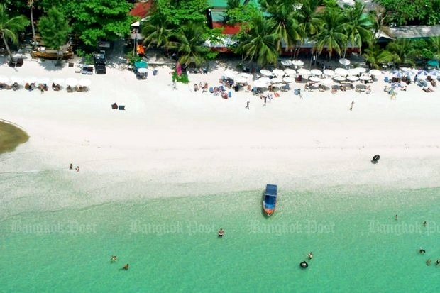 The Department of National Parks says it has launched another campaign against 'resort mafia' controlling businesses worth 100 million baht at Sai Kaew (above) and other beaches on Koh Samet. (File photo)
