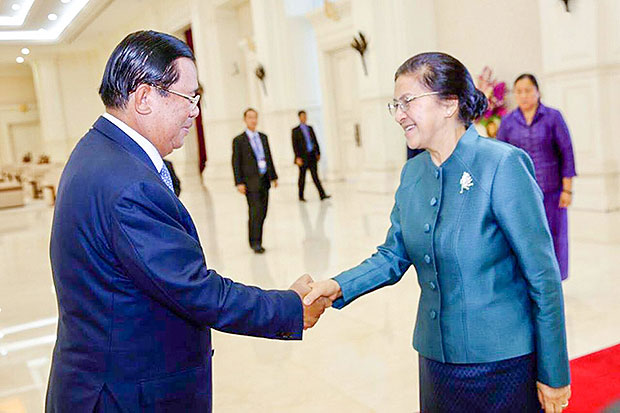Cambodian Prime Minister Hun Sen meets Lao National Assembly president Pany Yathotou in Phnom Penh on Saturday. (Supplied photo)
