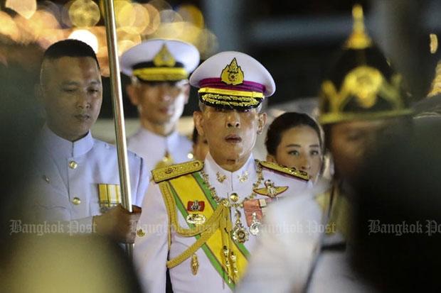 His Royal Highness Crown Prince Maha Vajiralongkorn presides over the royal kathin ceremony at Wat Arun Ratchawararam on Oct 26 2016. (Photo by Patipat Janthong)