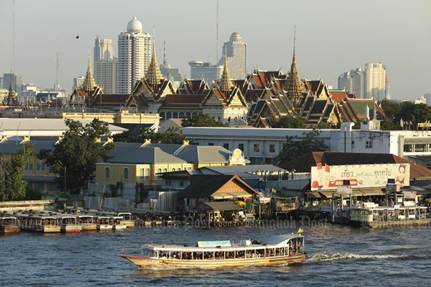 Taking a boat trip along the Chao Phraya River is one of most popular activities for foreign visitors to Bangkok. (Bangkok Post file photo)
