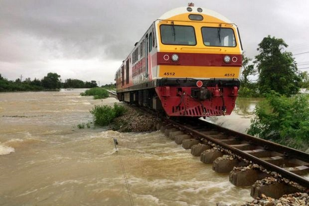 A locomotive was stuck Monday on a southern track between Phatthalung's Khuan Khanun district and Nakhon Si Thammarat's Cha-Uat, as parts of the track were submerged under floodwater, triggered by heavy rains in the South. (Photos courtesy State Railway of Thailand)
