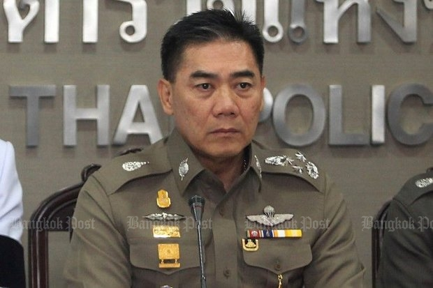National police chief Pol Gen Chakthip Chaijinda says fugitive sect leader Dhammakaya has had a chance to surrender, but now will never be granted bail once he is arrested. (Post Today photo)