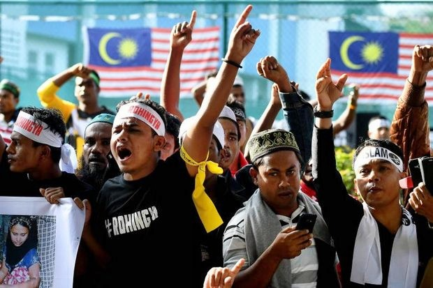 Malaysia's Prime Minister Najib Razak whipped up crowds of ethnic Rohingya (above) at a rally on Sunday where he also spoke out strongly against Myanmar leader Aung San Suu Kyi. (AFP photo)