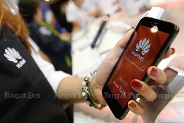 Huawei takes aim at Oppo in smartphones