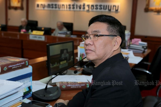 Election commissioner Somchai Srisutthiyakorn thinks the newly drafted bill on political parties will considerably reduce their number. (Photo by Chanat Katanyu)
