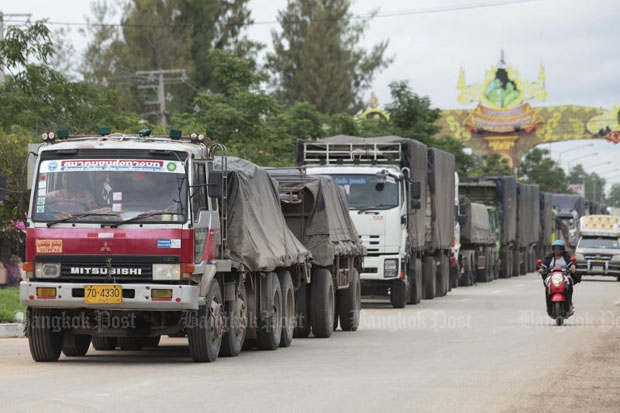 Trucks wait at a checkpoint in Aranyaprathet district, Sa Kaeo, to enter Cambodia's Poipet town. (Photo by Patipat Janthong)