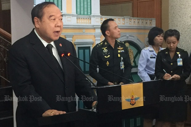 Gen Prawit Wongsuwon, deputy prime minister and defence minister, insists a single gateway to the internet is absolutely essential to  defend Thai interests, at a media  conference at the Defence Ministry on Wednesday. (Photo by Wassana Nanuam)