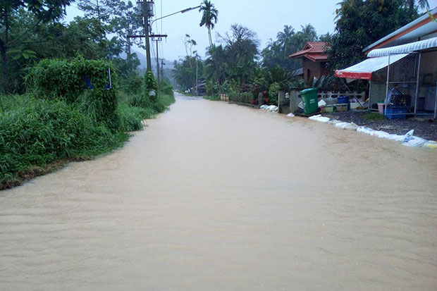 Water covers a flooded road on Koh Samui on Saturday following heavy rain on the tourist island. (Photo from @K5_Rescue Twitter account)