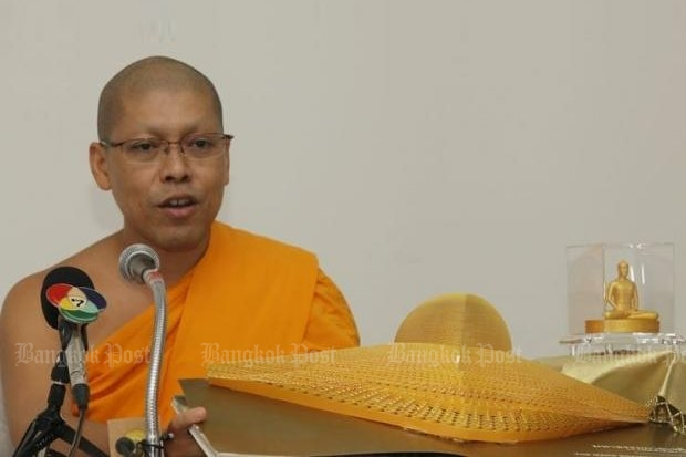 The new abbot of Wat Phra Dhammakaya has been officially warned to turn over sect founder Dhammakaya by Christmas Day. (Post Today photos)