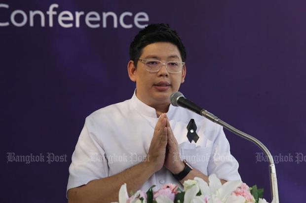 Ong-art Thamnitha holds a press conference at Wat Phra Dhammakaya on Dec 11. (Bangkok Post file photo)