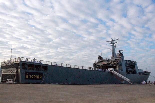 The HTMS Ang Thong landing platform dock ship departs the Sattahip naval base in Chon Buri province on Saturday to deliver assistance to flood victims in the South. (Royal Thai Navy photo)