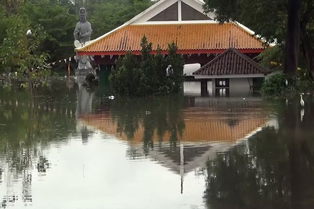 The Tha Lad zoo in Muang district in Nakhon Si Thammarat is flooded. (Photo by Nujaree Raekrun)