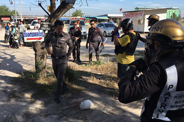 A 17-year-old is taken to a barbershop in Muang district in Chon Buri on Thursday for a crime re-enactment after he allegedly killed a barber. (Photo by Treenai Chansrichol)