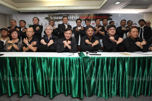 Members of various media organisations met Sunday at the Thai Journalists Association's headquarters on Sunday and vowed to oppose state control of media proposed by the National Reform Steering Assembly's media reform panel. (Photo by Wichan Charoenkiatpakul)