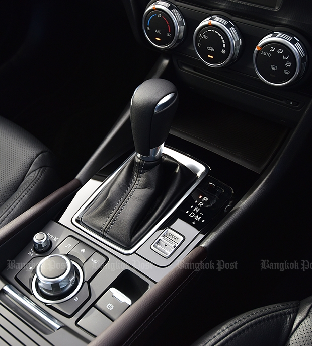 Console Houses New Electrical Parking Brake And Selector Mode