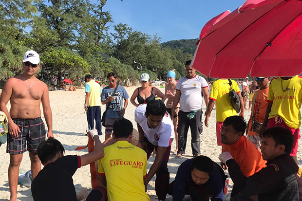 Lifeguards and rescue workers give an Australian tourist first aid after a jet-ski crash off Kata beach in Phuket on Sunday. (Photo from the Third Navy Region)