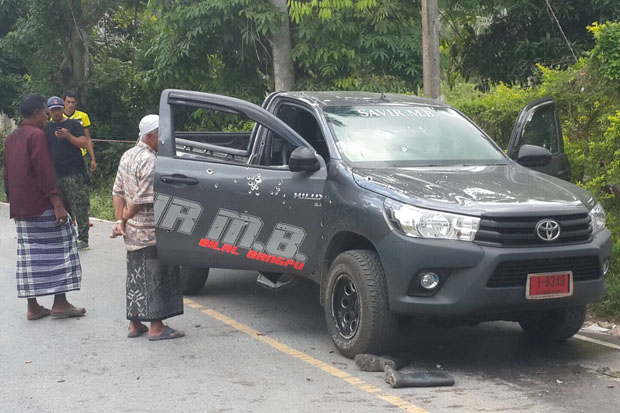 The shot-up Toyota pickup truck in which Sama-ae Dolo, a tambon administration organisation chief, was killed, in Pattani's Yaring district on Friday morning.(Photo by Abdulloh Benjakat)
