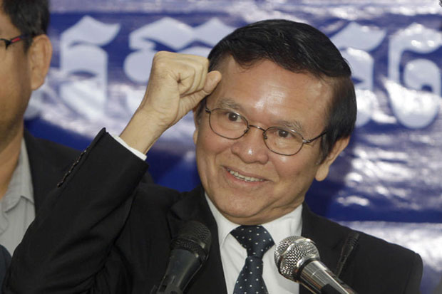 Kem Sokha, deputy leader of the Cambodia National Rescue Party, gestures as he speaks at the party's headquarters in Phnom Penh on Sept 9 2016. He was named acting chief on Sunday until a party congress can be held. (AP photo)