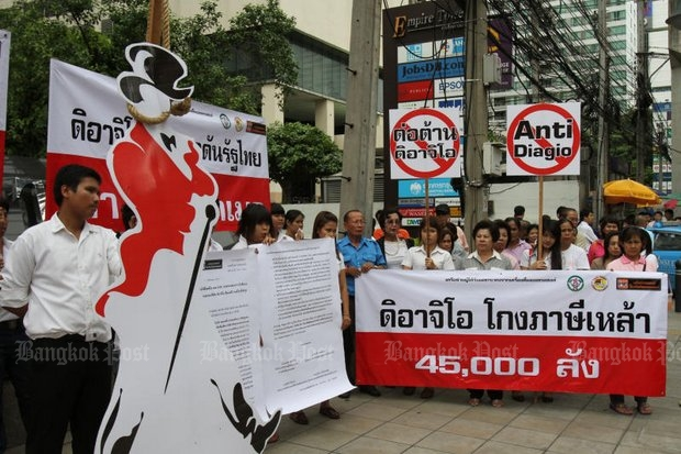 In August, 2011, these anti-alcohol activists were already protesting at the Empire Tower on Sathorn Road against Diageo Moet Hennessey Thailand, the importer, distributor and bribe centre to sell more Johnnie Walker Red Label and Black Label Scotch whisky. (File photo by Tawatchai Kemgumnerd)