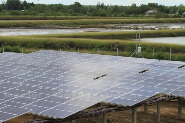 Solar power panels are erected at a solar farm project in Samut Sakhon. (Photo by Somchai Poomlard)