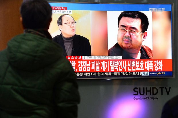 People watch a TV screen broadcasting a news report on the assassination of Kim Jong Nam, the older half brother of the North Korean leader Kim Jong Un, at a railway station in Seoul. (Reuters photo)
