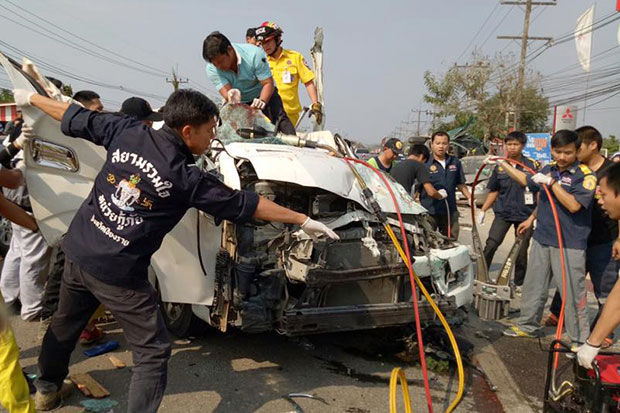 The wreckage of the van hit by a cement truck in Chiang Rai. (Photos from Facebook of NattyRescue ChiangRai)