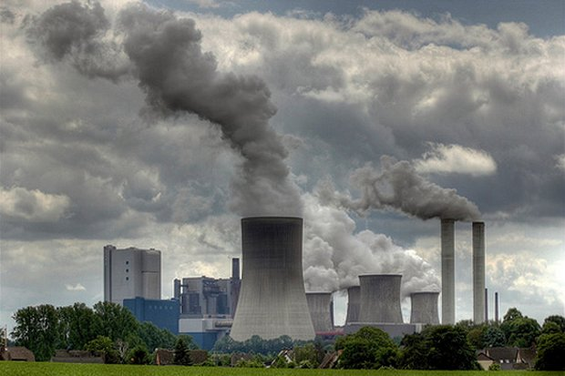 A modern coal-fired power plant uses 'clean coal' to produce electricity in the US, similar to the plant planned for Krabi. (Photo via Inhabitat.com)