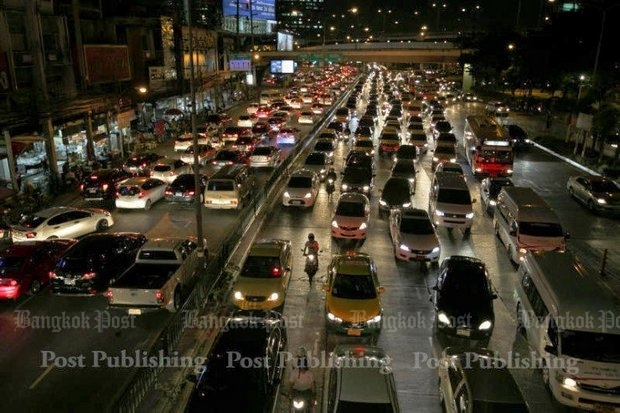 In a nutshell, by Deputy Prime Minister Prawit Wongsuwon: Too many people have too much money to buy cars for too few roads. (Bangkok Post file photo)