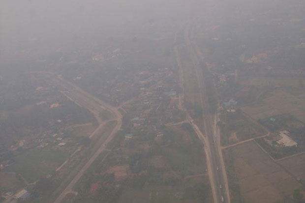 An aerial view of the haze situation in Lampang province in March 2015. (Bangkok Post file photo)