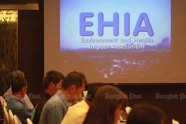 Civic groups and academics attend a seminar on EIA/EHIA public review, a mandatory process for any state projects that may impact the environment of the community. (Photos by Seksan Rojjanametakun)