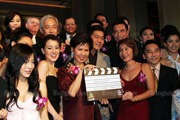 Then Tourism Authority of Thailand governor Juthamas Siriwan (third from left) joins local celebrities and entertainment industry executives at a gala opening for the 2006 Bangkok International Film Festival on Feb 20, 2006. (Photo by Apichit Jinakul)
